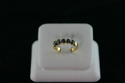 14KT Y/G Sapphire 1.25ct Band 3.3gr