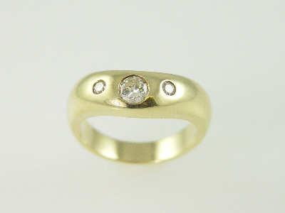 14KT Y/G 3 Round Diamond 0.36Ct Flush set Band