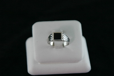 14KT White Gold Onyx Ring5.1gr