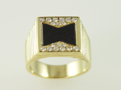 14KT Y/G Flat Onyx and Pave' Diamond 0.35ct Ring 12.1gr