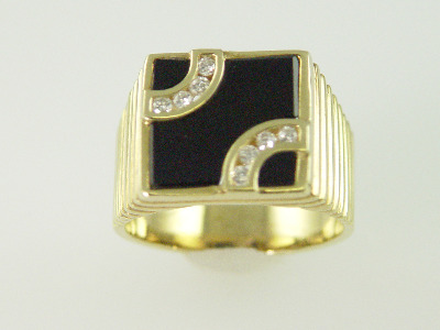 14KT Y/G Flat Onyx Channel Set Diamonds 0l.25ct Ring