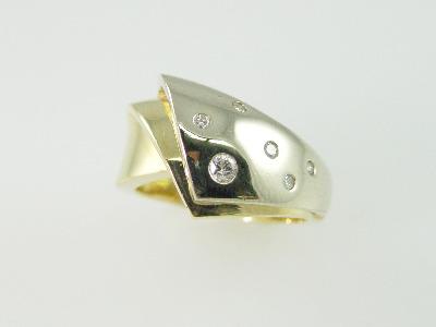 14KT White & Yellow Gold Diamond Flush Set 0.15ct Band