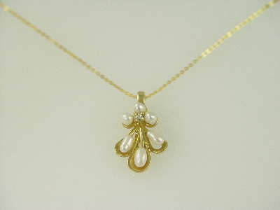 14KT Y/G 6 Rice Pearls/1 Diamond 0.05ct Flower Design Pendant