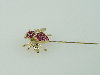 14KT Y/G Ruby Bee 1.10ct-Diamond 0.05ct Stick Pin