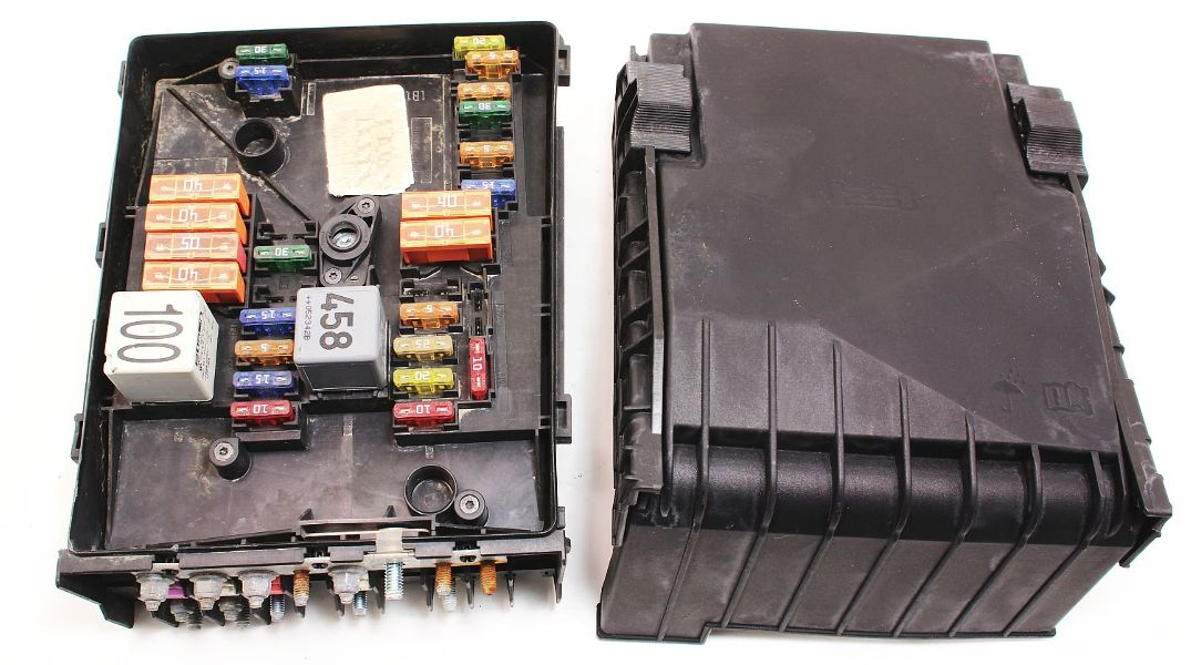 Fuse Relay Block Box 05-09 Vw Jetta Rabbit Mk5