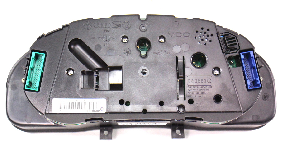 Gauge Instrument Cluster 04-05 VW Passat B5.5 Speedometer VDO 3B0 920 929 B