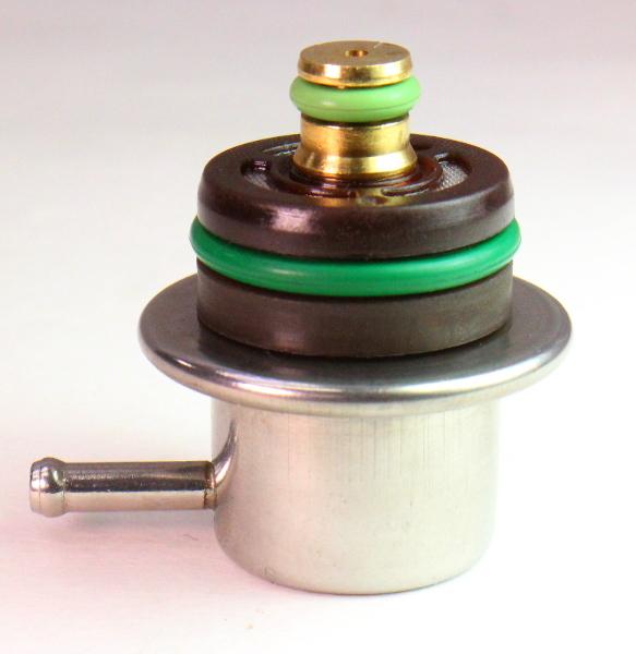 4.5 Bar Fuel Pressure Regulator VW Jetta Golf Audi TT A4 A6 Angled