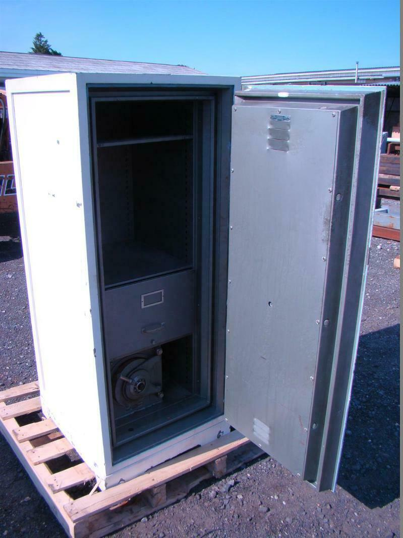 Details about Diebold Upright Safe Fire-Insulated SMNA Class B F1-D  Includes Mini Safe Inside