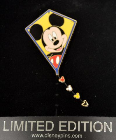 Disney Kite Pin #LE250 - Mickey Mouse string Dangle.