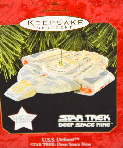 Star Trek Ornament Deep Space 9- U.S.S. DEFIANT lights and sound.07481