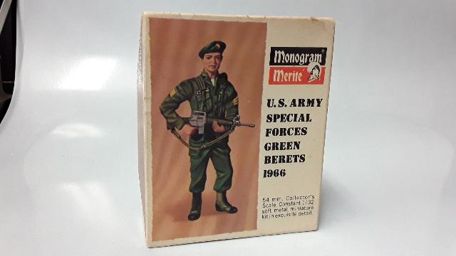 Monogram Merite Metal Kit U.S. Army Special Forces Green Berets 1966 #802-250