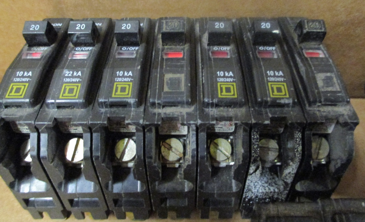 Lot of 14 Square D Circuit Breakers 30 Amp, 20 Amp, 15 Amp | Daves ...