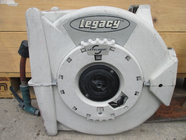 Legacy L8346 Retractable Garden Hose Reel With Bracket