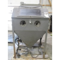 Econoline Sand blasting cabinet with Cadillac Abrasive Separator Model DC-1