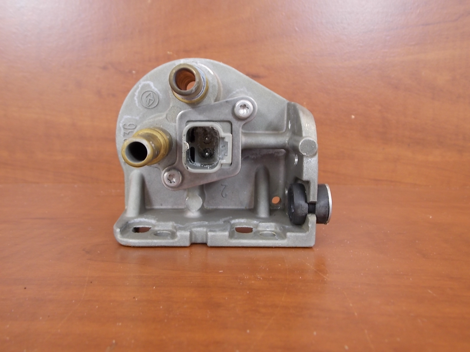 ... 1998-2001 Johnson Evinrude Fuel Filter Housing 439633 75 90 115 135 150  175 HP