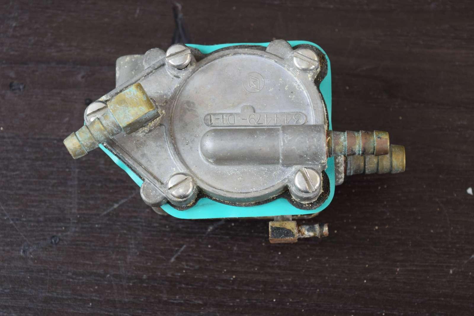 439849 438815 Johnson Evinrude 1997-1998  Fuel Lift Pump Assembly 150 175 HP