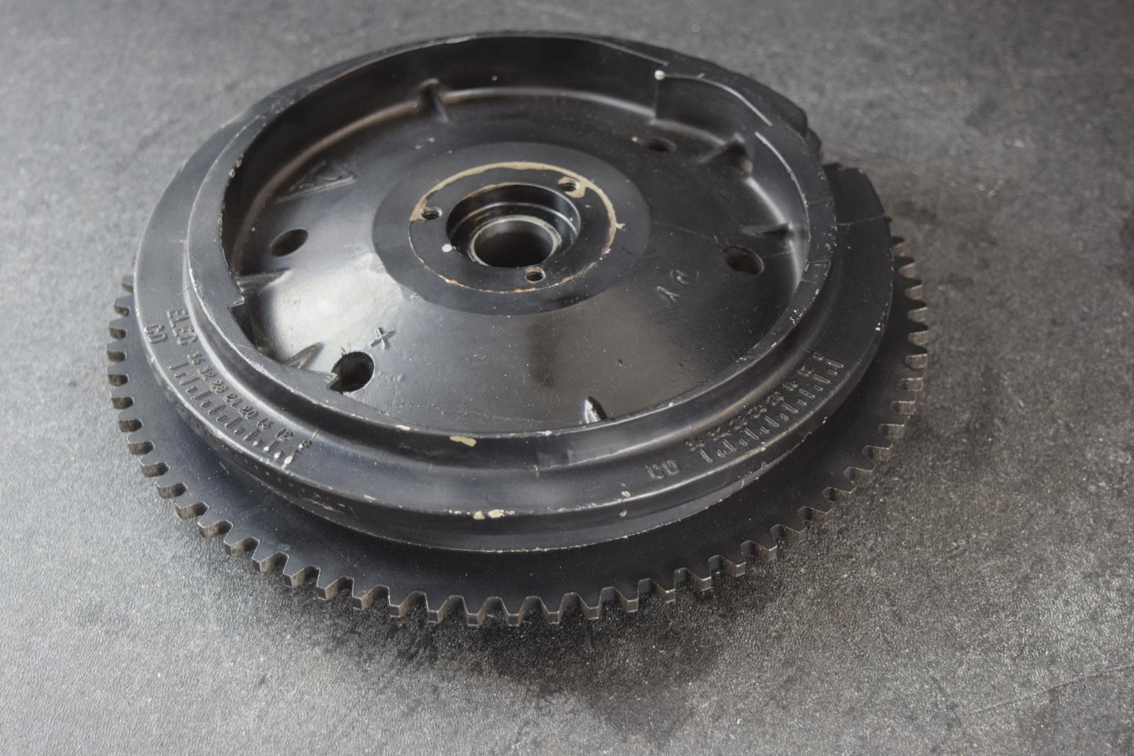 1988-1992 Johnson Evinrude Flywheel Assembly 583474 20 25 28 30 35 HP 2  Cylinder
