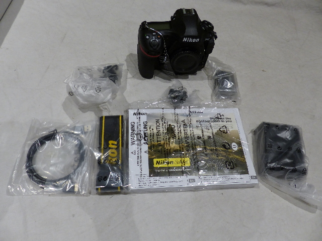 NIKON D D850 45 7MP DSLR DIGITAL SLR CAMERA BODY W/BATT CHARGER 30 SHUTTER  COUNT