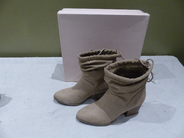 JUSTFAB LESLEY BS1722361-2720-29065 TAUPE WOMENS ANKLE BOOTS BOOTIES SIZE 6.5