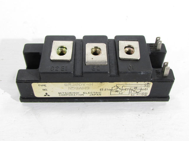 NEW MITSUBISHI QM30DY-H TRANSISTOR MODULE MED POWER SWITCHING 30AMP 600V