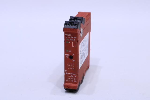 ALLEN BRADLEY 440R-S12R2 GUARDMASTER SAFETY RELAY