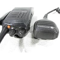 MOTOROLA AAH25RDC9AA2AN TWO WAY RADIO W/ CHARGER