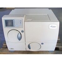 * BIOMERIEUX VITEK 2 COMPACT MICROBIAL ANALYZER