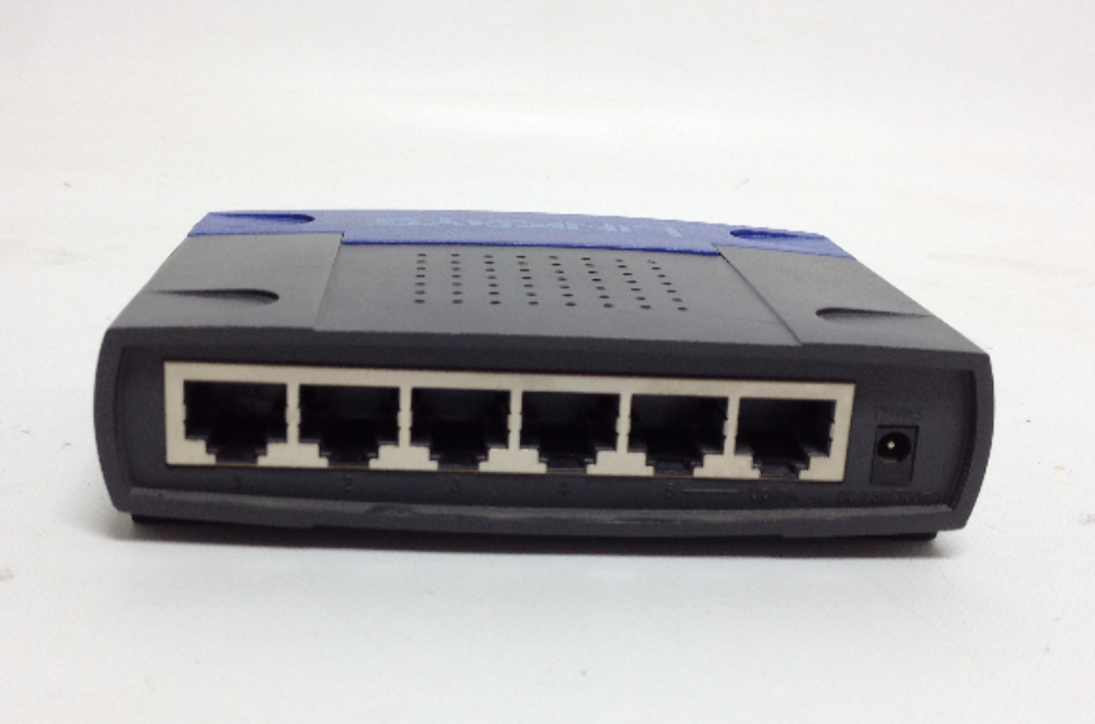 LINKSYS EZXS55W Ethernet Workgroup Switch EtherFast Router 10/100 5-Port  Cisco Systems