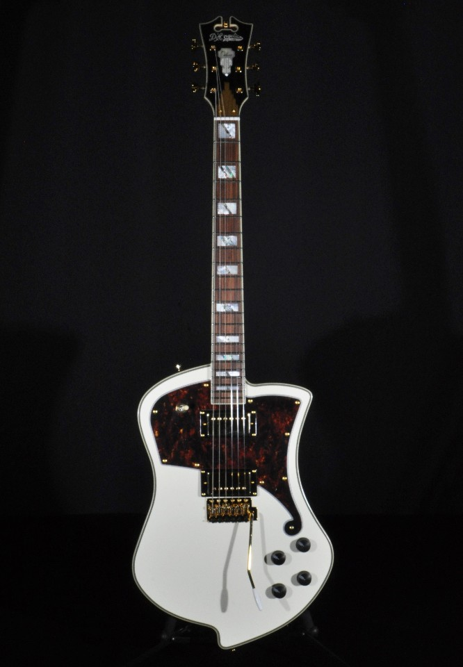 d angelico deluxe ludlow guitar vintage white hardshell included