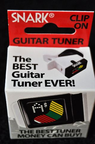 SNARK S-3 MINI GUITAR AND BASS TUNER COP CAR BLACK AND WHITE