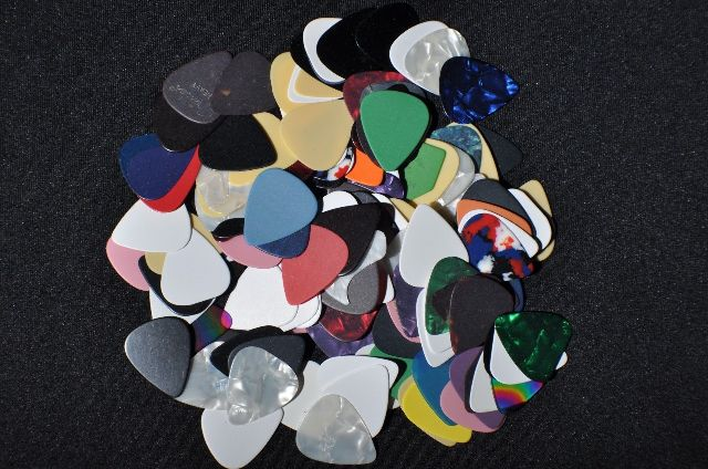 Guitar Picks Assorted Sizes Color Thickness 144 (GROSS)