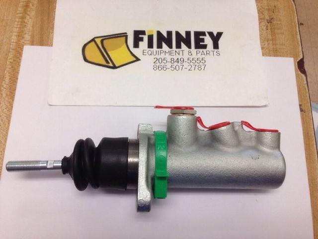 Case 580K 580L 580SL 580M 580SM 585G 586G Backhoe Brake Master Cylinder D141150
