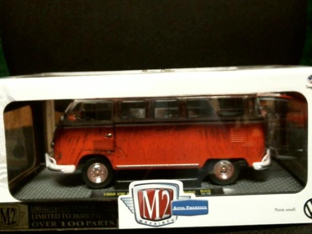 M2 Machines Auto-Thentics 1960 VW Microbus Deluxe US 1/24 R45 2014 Ltd /10,000