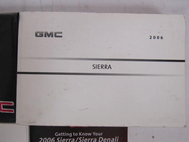 2006 gmc sierra owners manual book ebay rh ebay com 2006 gmc sierra 1500 owners manual pdf 2006 sierra denali owner's manual