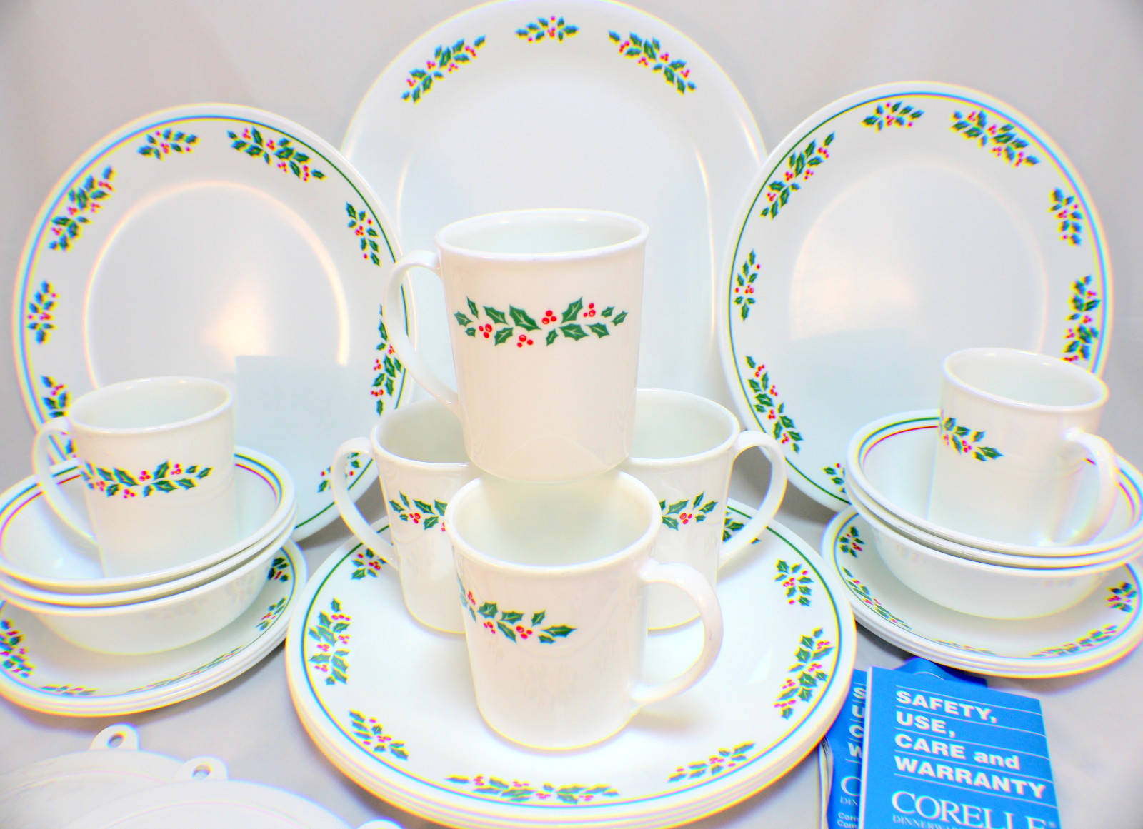 1984 Corelle Holiday Set 31 Piece Holly Days 6 Place