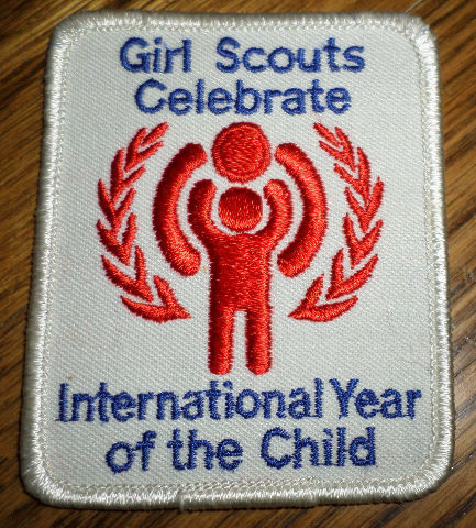 Girl Scouts Gs Vintage Uniform Patch Celebrate International Year Of The Child