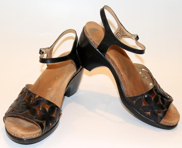 Womens Dansko Flower Cut Out Pumps Sandals Buckle Sz 40