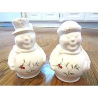Pfaltzgraff Winterberry Snowpeople Salt & Pepper Set Snowman Snow Woman Pair and