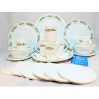 1984 Corelle Holiday Set 31 Piece Holly Days 6 Place Settings Christmas Lot