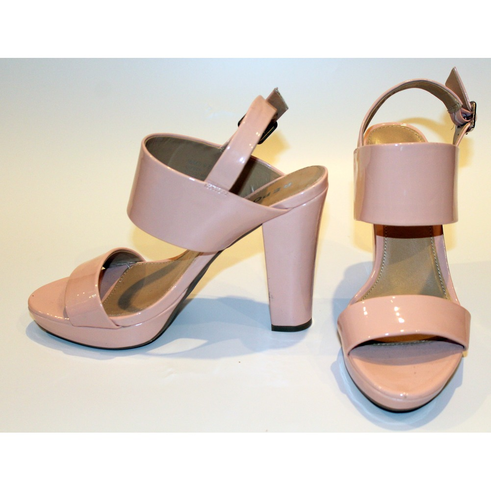 Womens Report  Shoes NWT Chunk High Heel Sandals Buckle Sz 9.5 M Pink