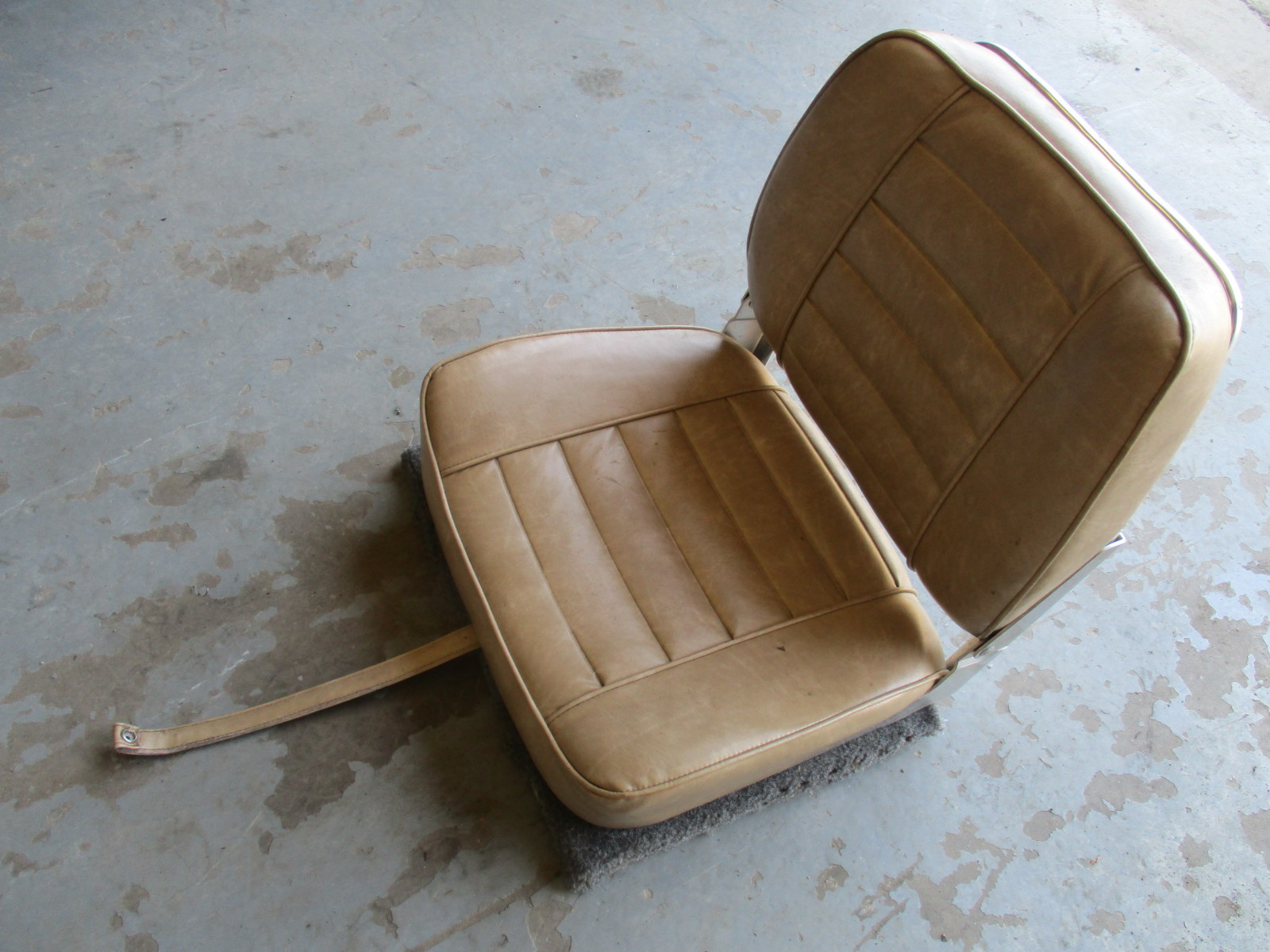 1972 Larson Boat Folding Pedestal Seat Brown/Tan