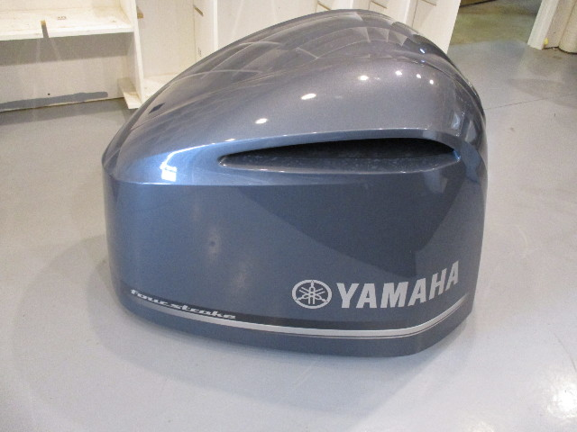 Yamaha Marine Outboard Motor Cover Cowl 300 HP Four Stroke Cracked