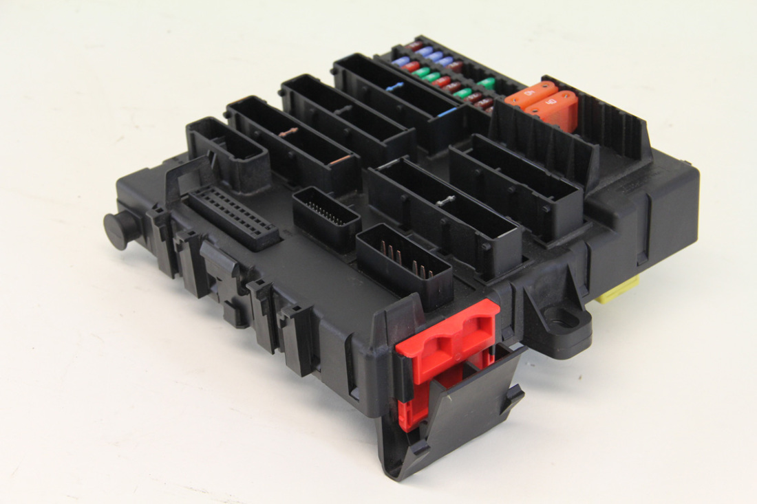 saab 9 3 boot fuse box saab 9 3 06 11 trunk interior fuse box distribution unit w fuses  saab 9 3 06 11 trunk interior fuse box