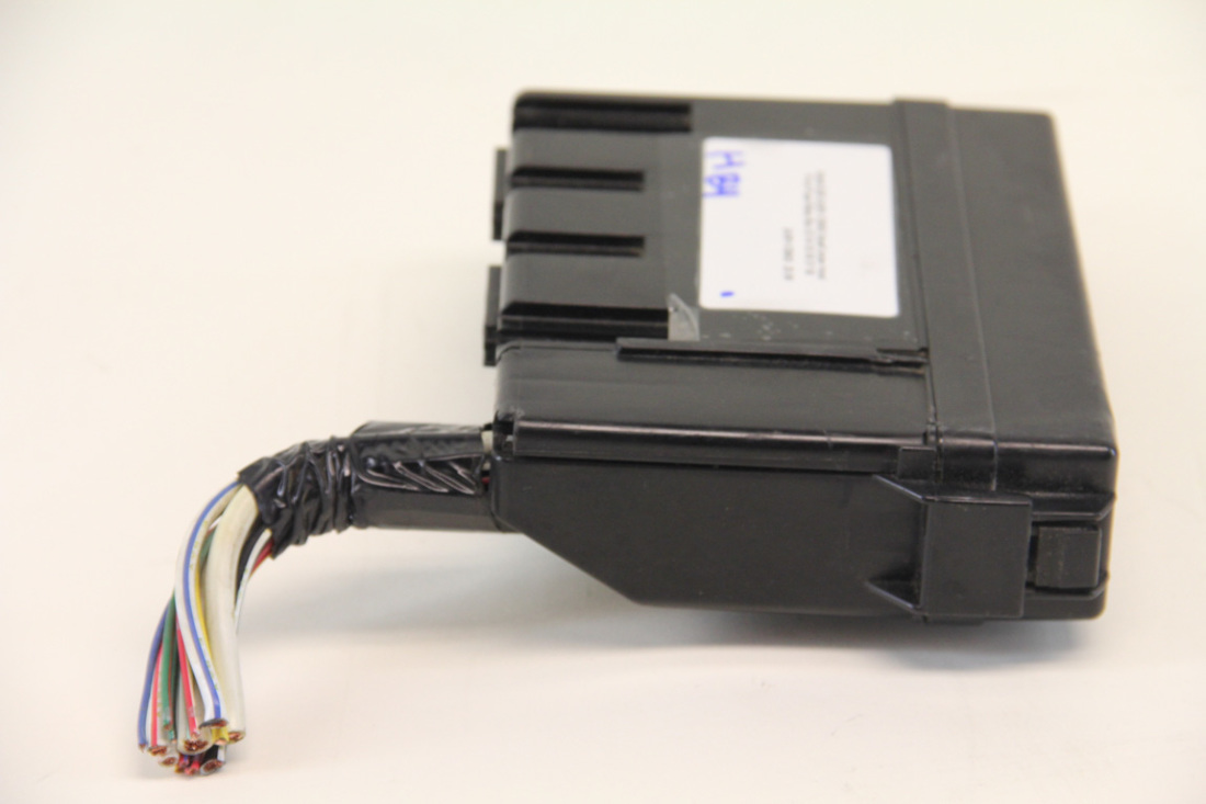 Infiniti G35 24381 C9900 Small Under Hood Front Fuse Relay Box 03 04 05 06