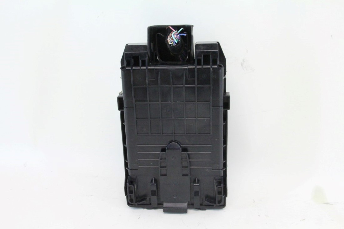 Nissan 370Z Under Hood Fuse Box W/ Cover, A/T 7 Sd ... on