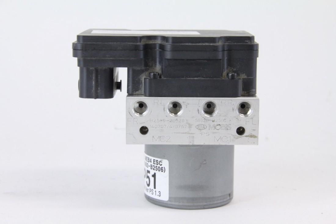Kia Soul: Anti-lock brake system (ABS)