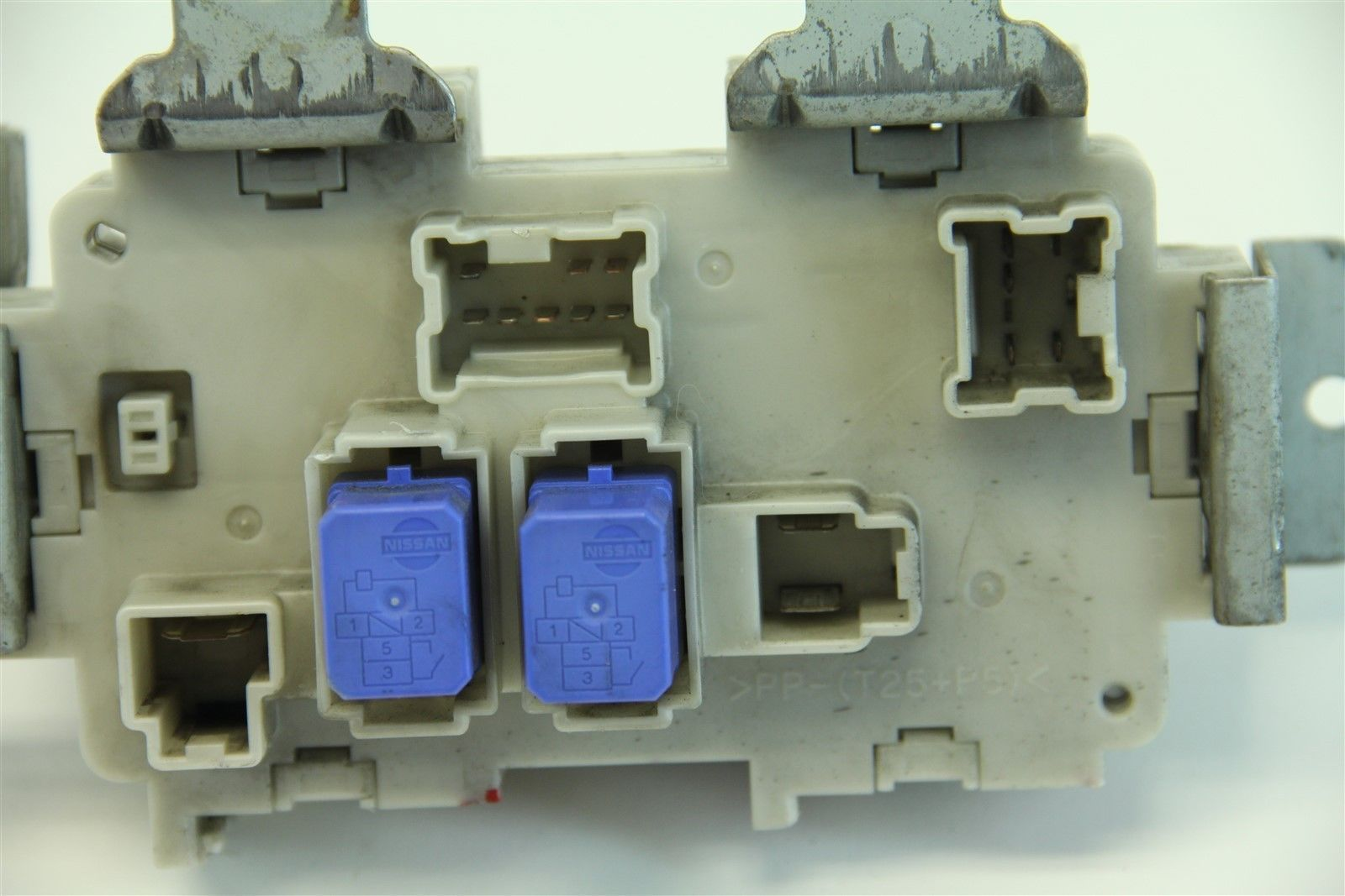 infiniti g35 coupe 2003-2004 under dash fuse box junction assembly,