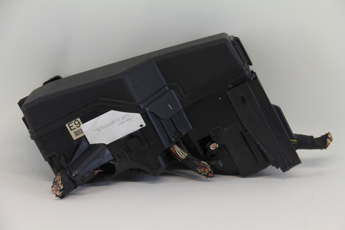 ... Toyota Camry 07-10 Under Hood Fuse Relay Box, 4 Cylinder 82740-33020 ...