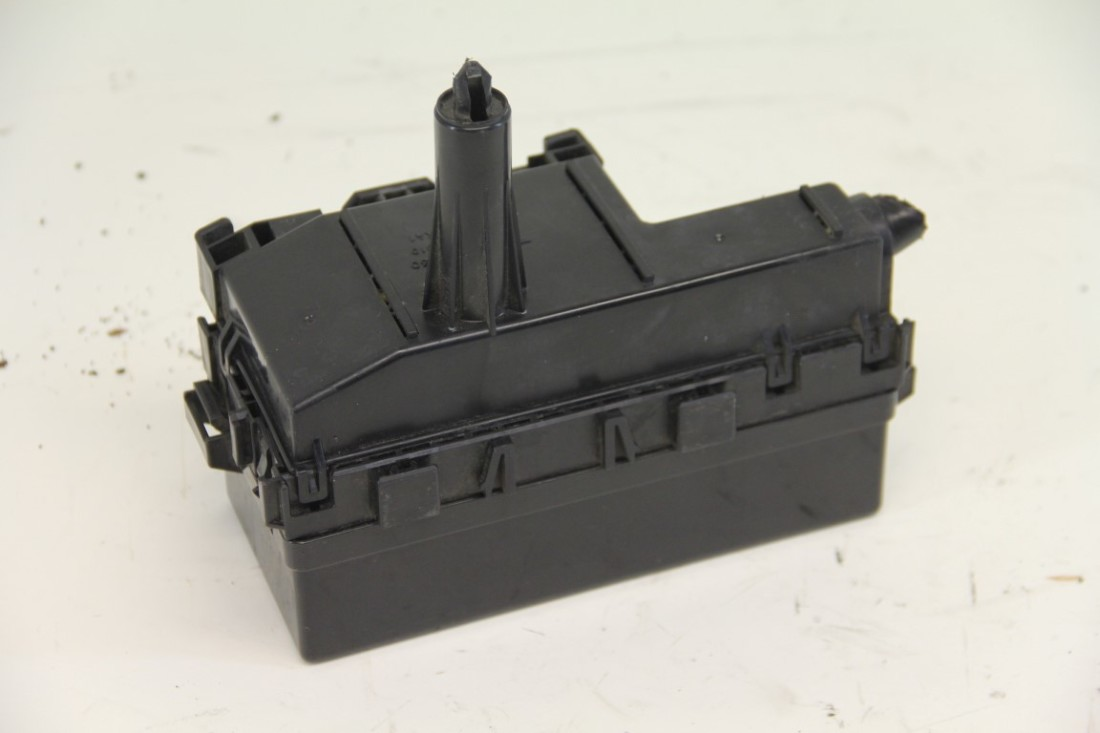 ... Nissan Armada Small Fuse Box Under Hood OEM 04-07 ...