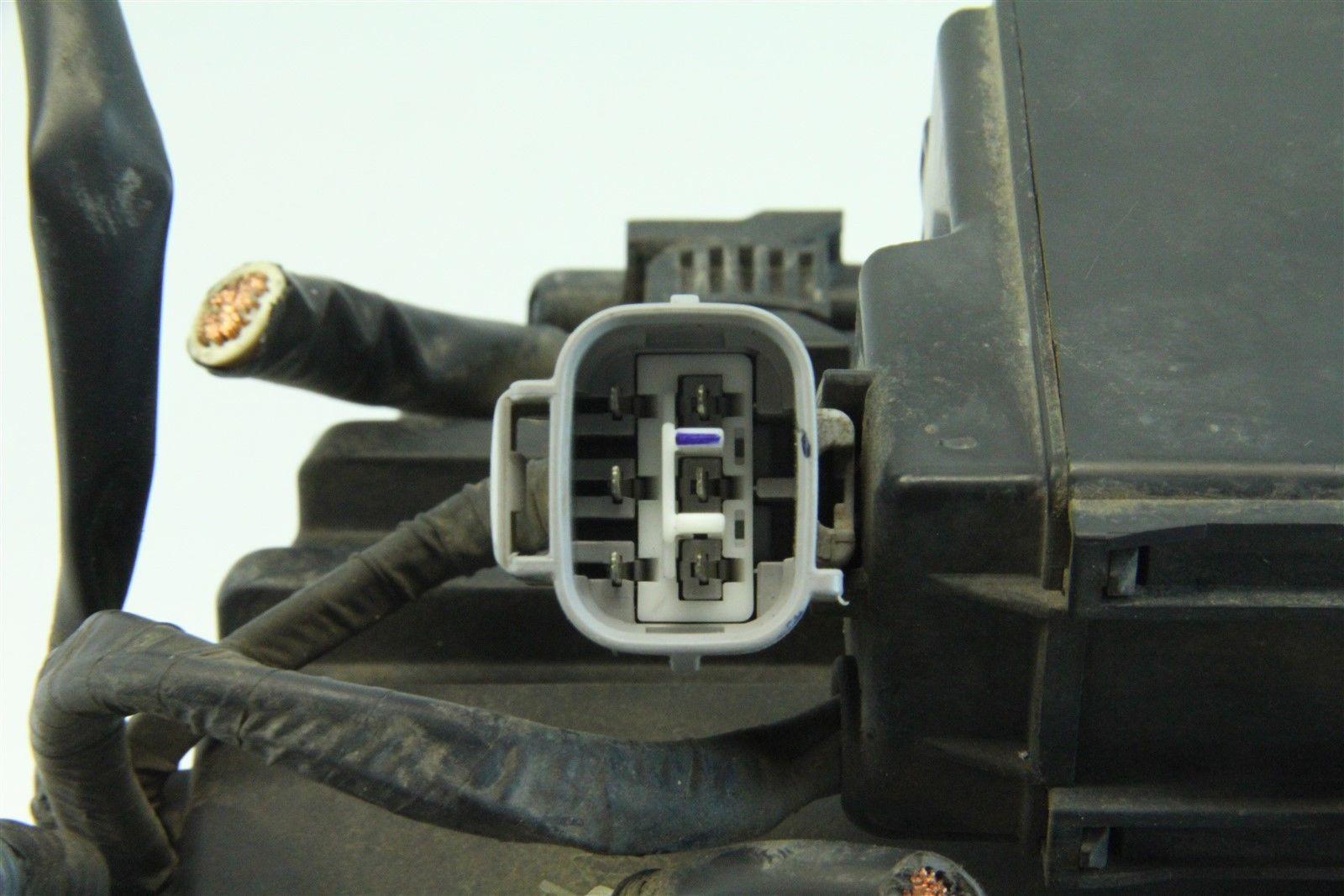 ... Toyota 4Runner 2004 Exterior Under Hood Fuse Box 4.7L V8 Cylinder A/T  ...